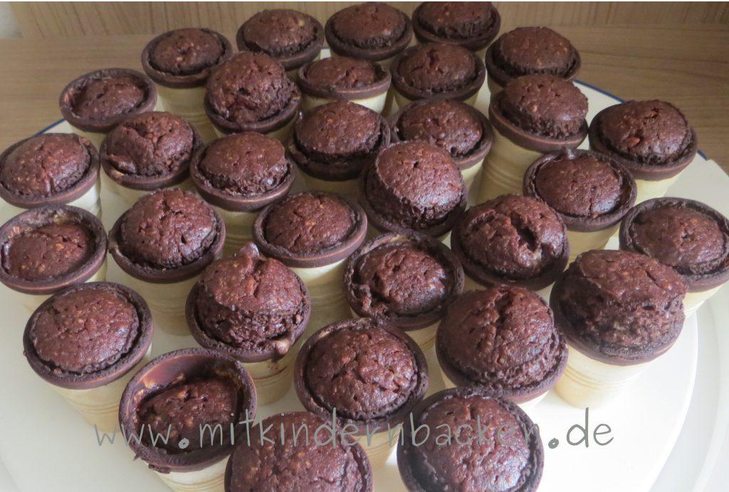 Kuchen im Waffelbecher