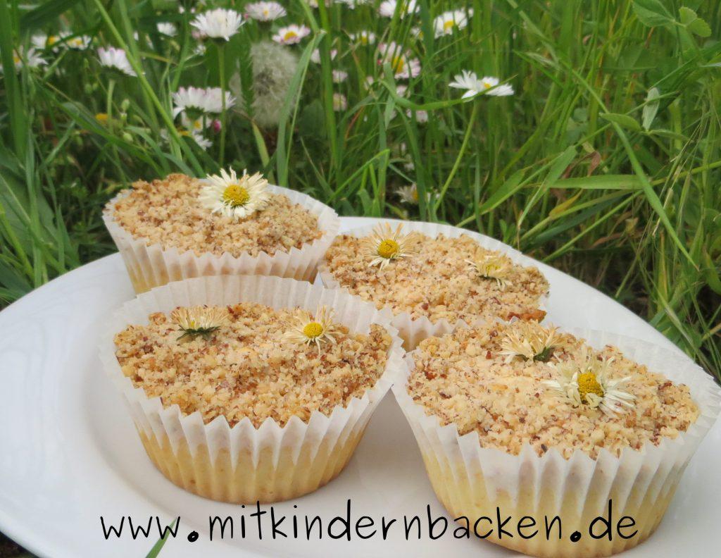 Muffins mit Gänseblümchen und Nüssen
