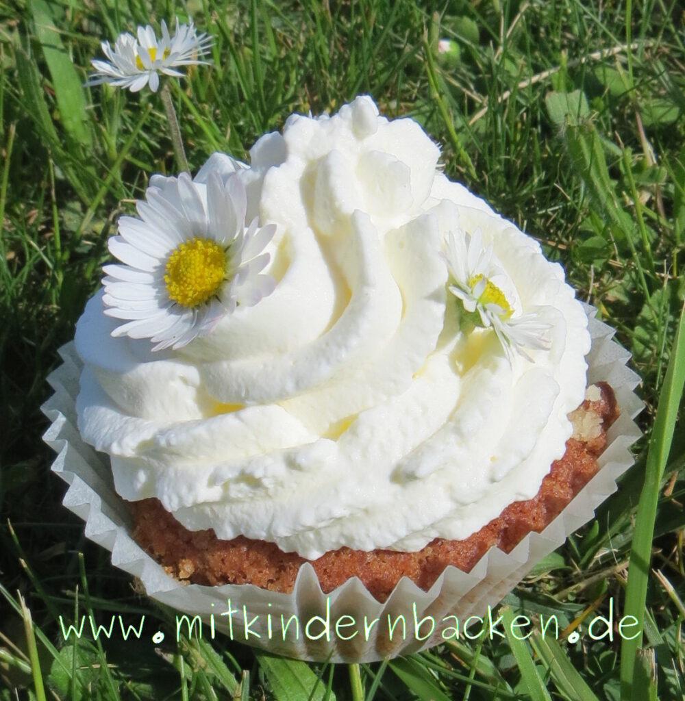 Cupcake mit Gänseblümchen