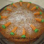 Saftiger Karottenkuchen mit Fruchtgummirüben