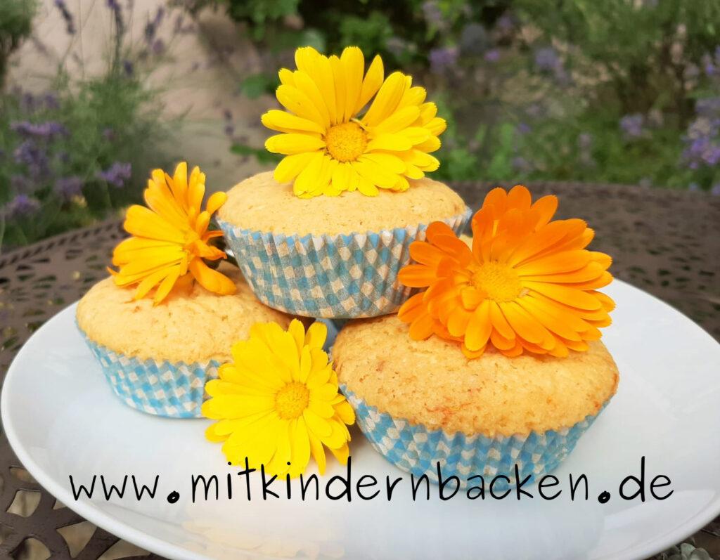 Muffins mit Ringelblumen, blumiger Kuchen