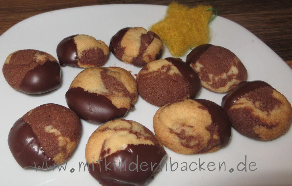 Marmorierte Plätzchen mit Schokolade