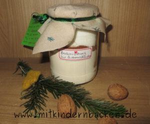 Zutaten für eifreien Buttermilchkuchen in Einmachglas
