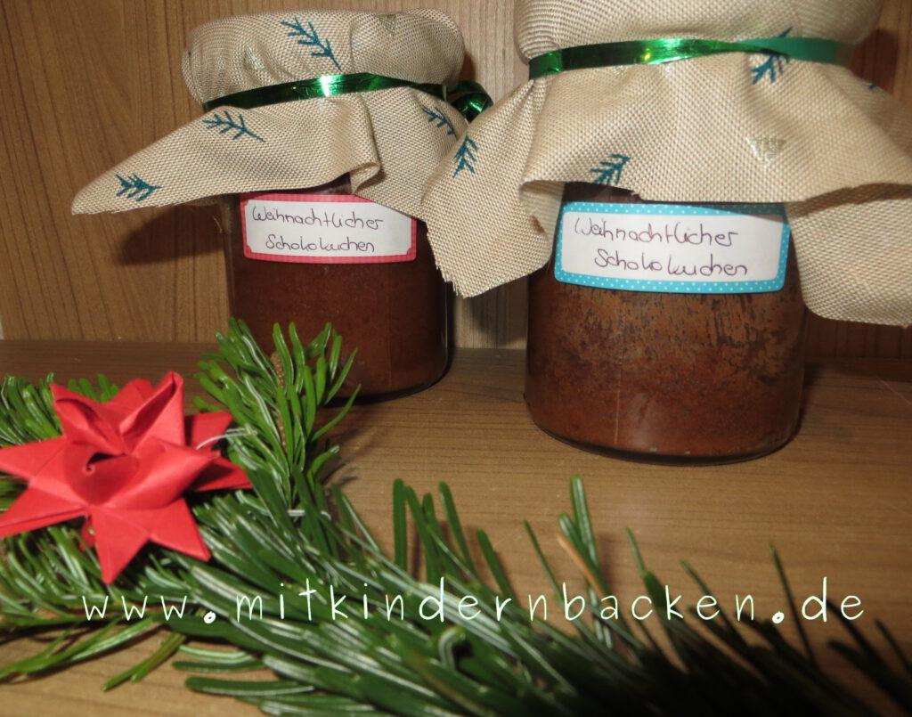 Weihnachtlicher Schokokuchen im Glas gebacken