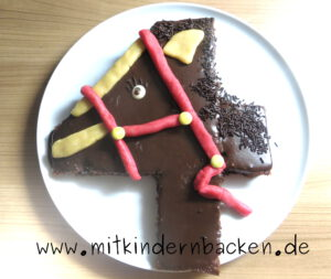 Kuchen zum 4. Geburtstag, Pferd, Schokolade und Marzipan