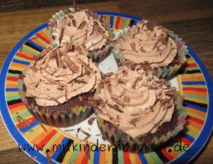 Schokocupcakes - Schokomuffins mit leckerer Schokosahne